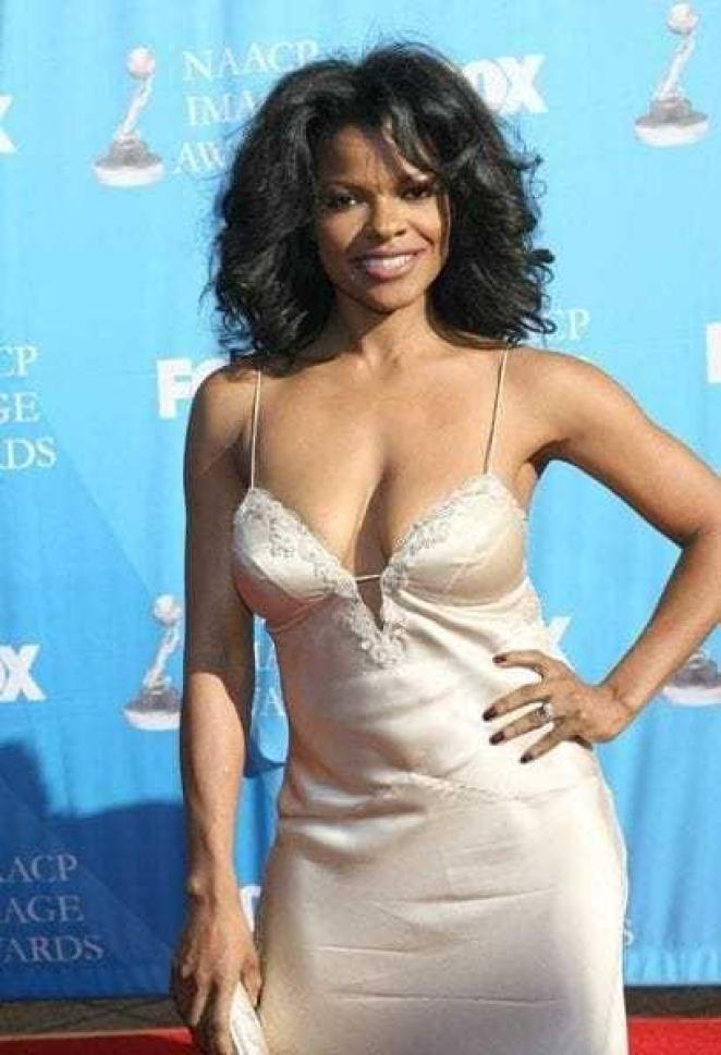 Keesha Sharp hot cleavage pics (2)