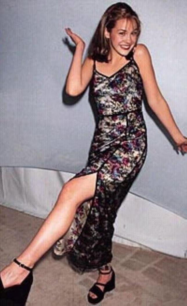 Larisa Oleynik hot look pics