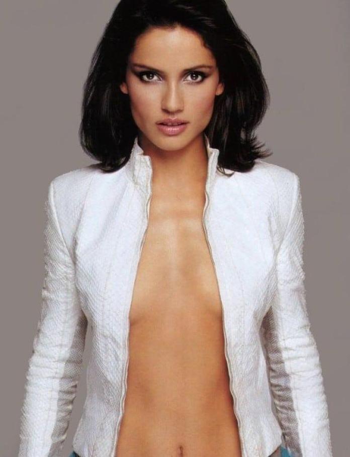 Leonor Varela hot cleavage