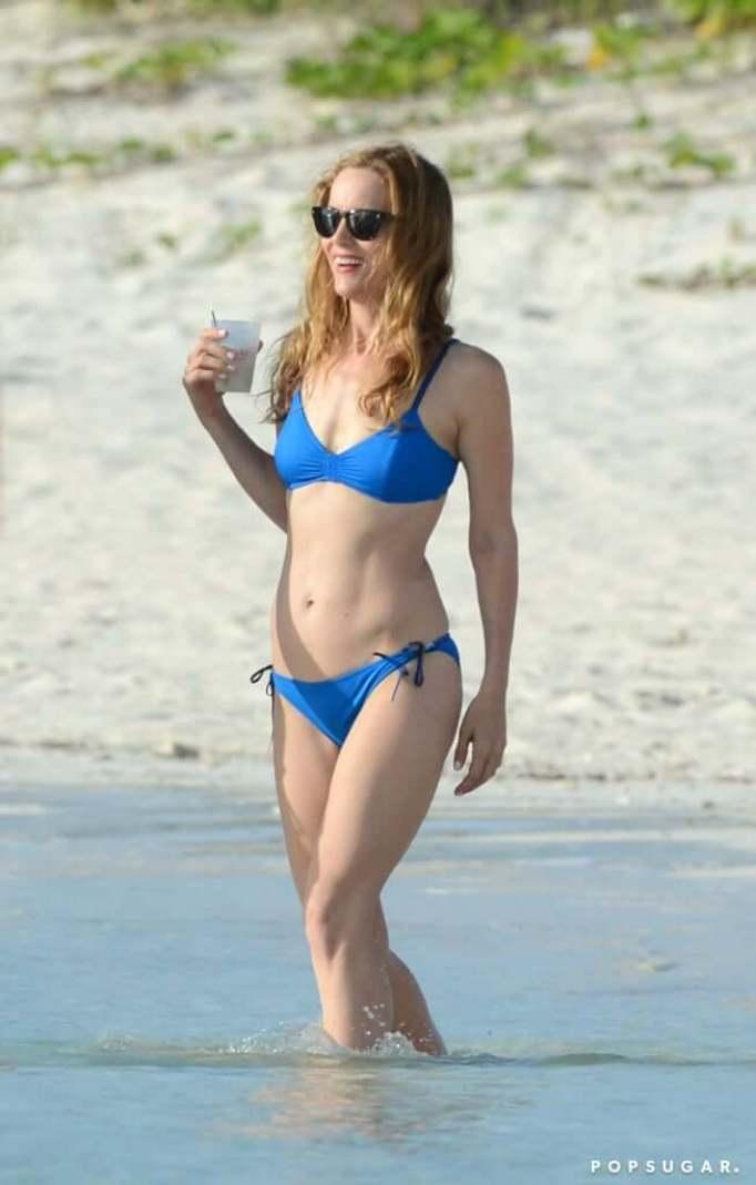 Leslie Mann sexy bikini pics