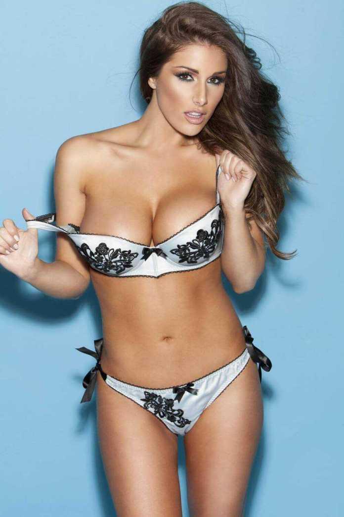 Lucy Pinder hot bikini pics