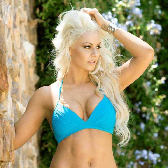 Maryse Ouellet sexy cleavage pics (2)