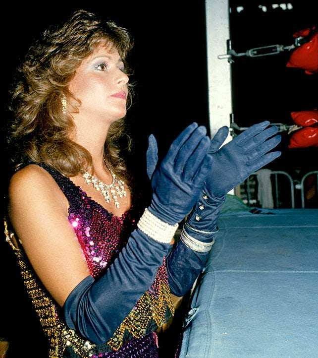 Miss Elizabeth sexy look