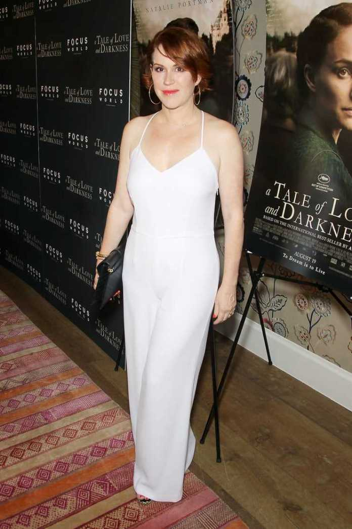 Molly Ringwald cleavage pictures