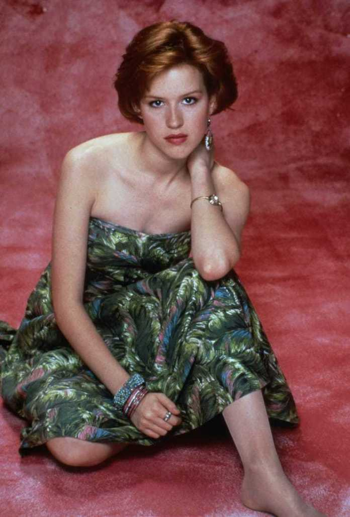Molly Ringwald sexy cleavage pics