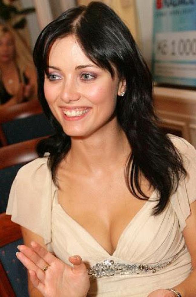 Petra Volakova sexy cleavage pics