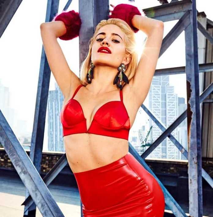 Pixie Lott sexy cleavage pics