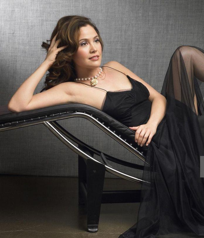 Reiko Aylesworth amazing look