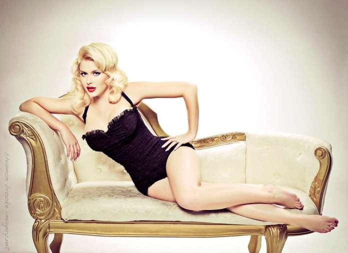 Renee Olstead sexy pics