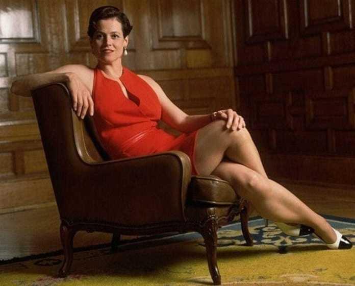 Sigourney Weaver hot look pics