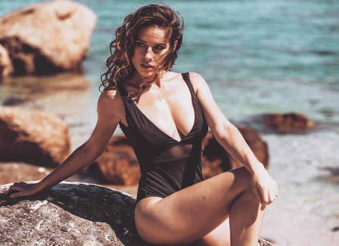 Simone De Kock hot cleavage