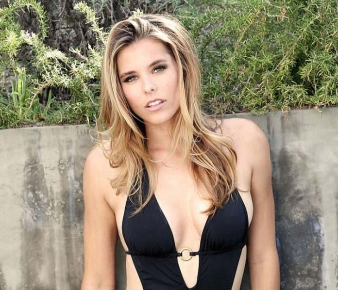 Susie Abromeit hot cleavage pics