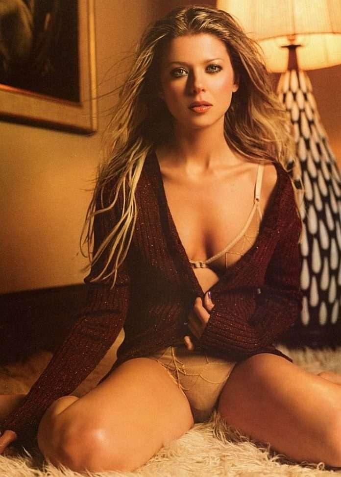 Tara Reid hot cleavage pics