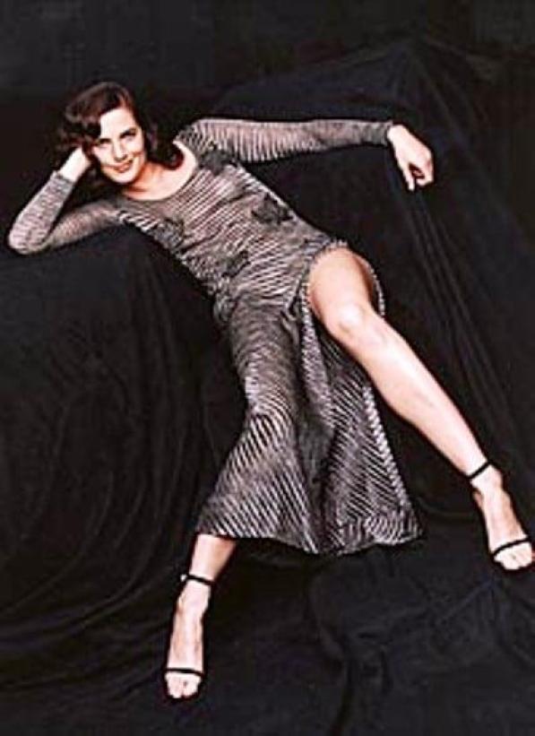 Terry Farrell sexy feet