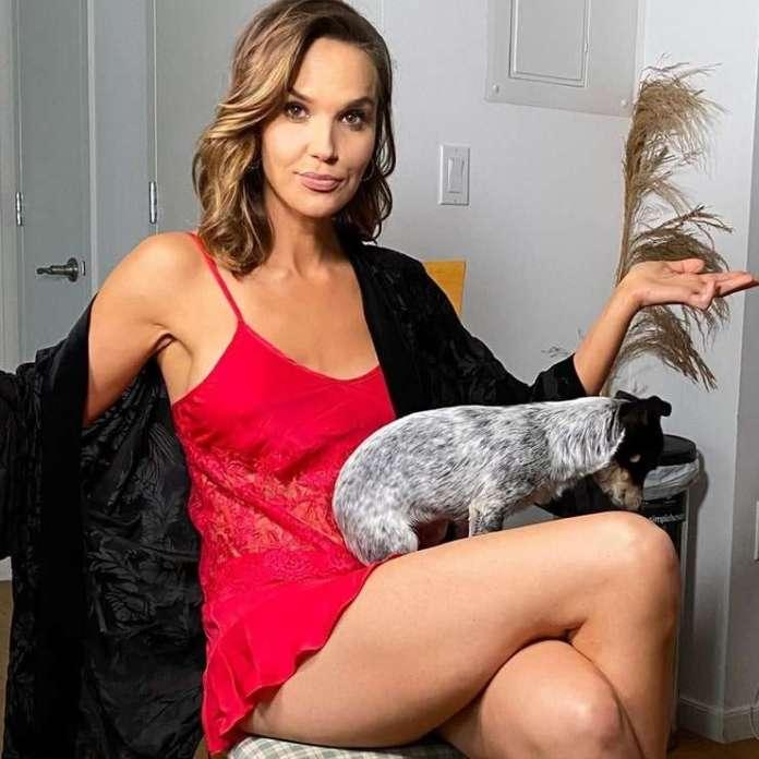 Arielle Kebbel sexy pics