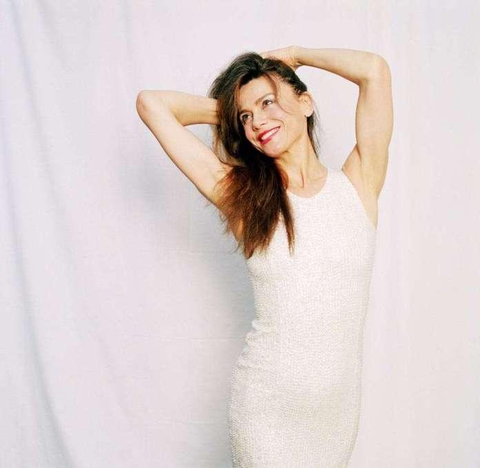 Lena Olin sexy pics
