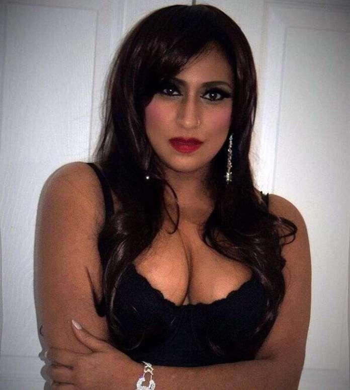 Elena Khan sexy pics