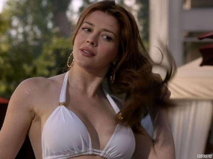 Elena Satine sexy look