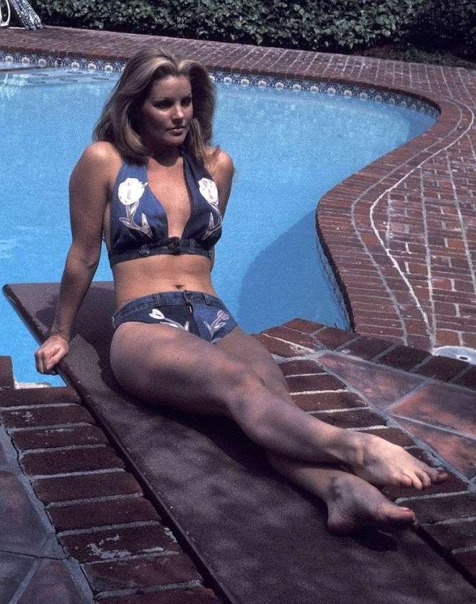 Priscilla Presley sexy look