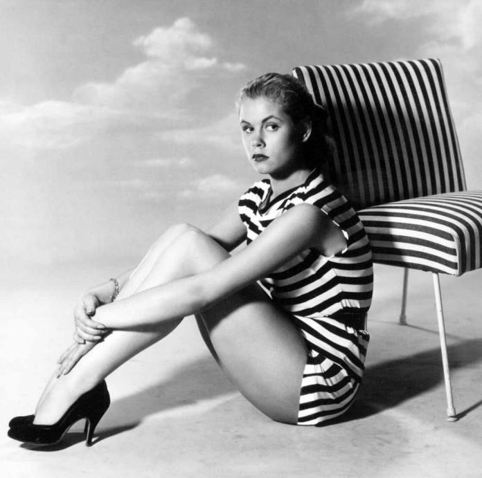 Elizabeth Montgomery sexy thigh pics