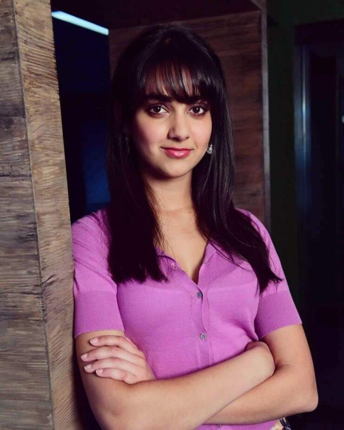 Geraldine Viswanathan hot looks