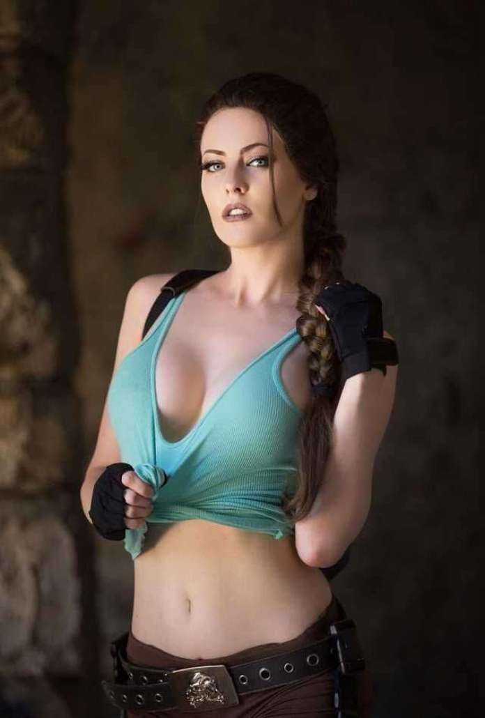 Lara Croft sexy look