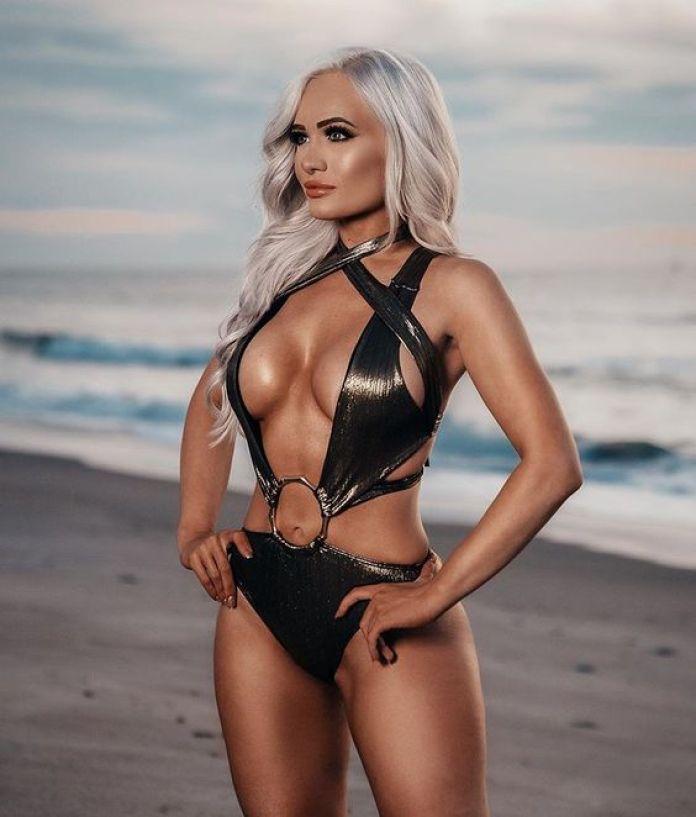 Scarlett Bordeaux breast pics
