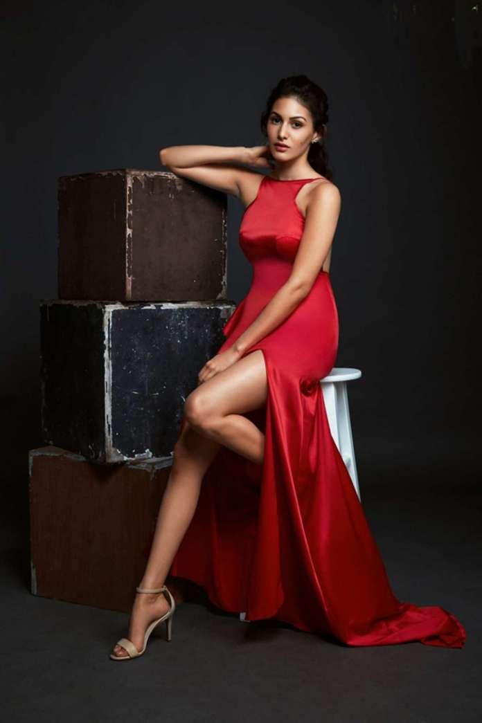 Amyra Dastur hot pics