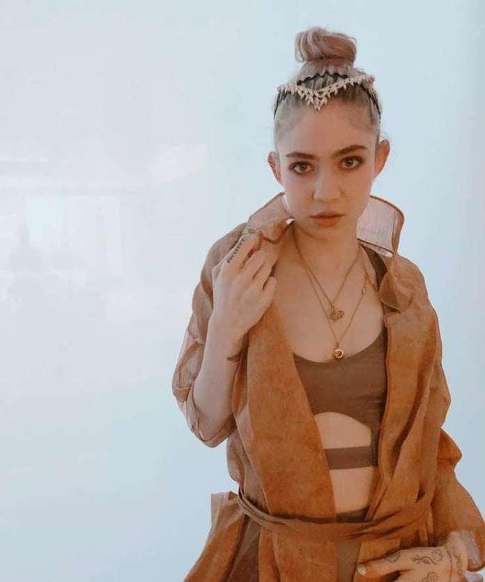 Grimes sexy