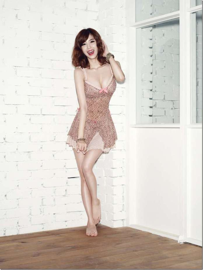 Jun Hyo-Seong sexy look