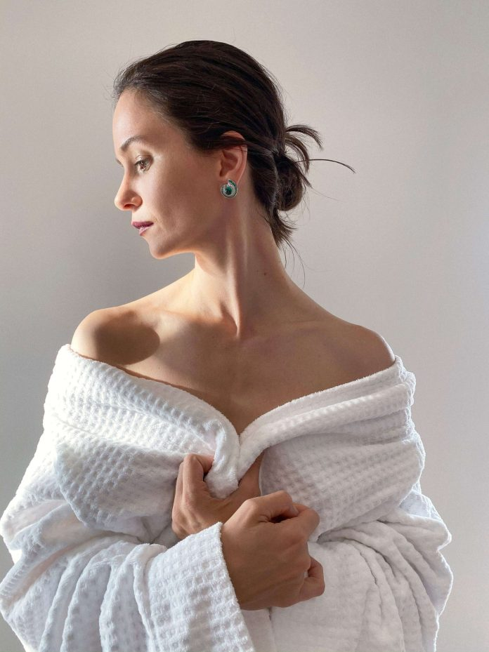 Katherine Waterston sexy pic