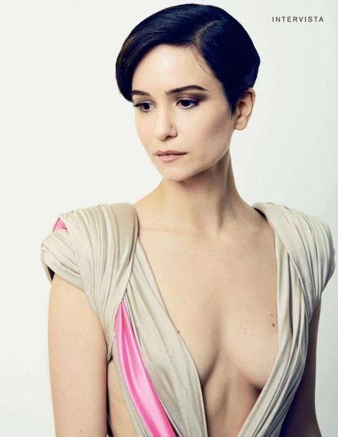 Katherine Waterston sexy pics