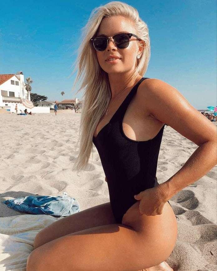 Kelli Goss sexy
