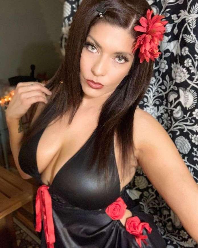 Shelly Martinez sexy pics