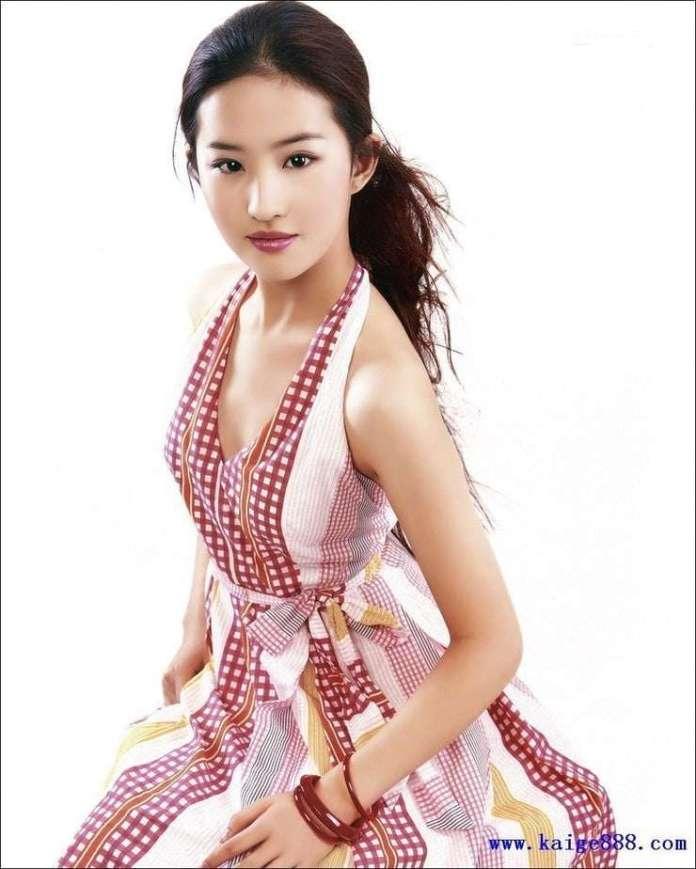 Yifei Liu sexy