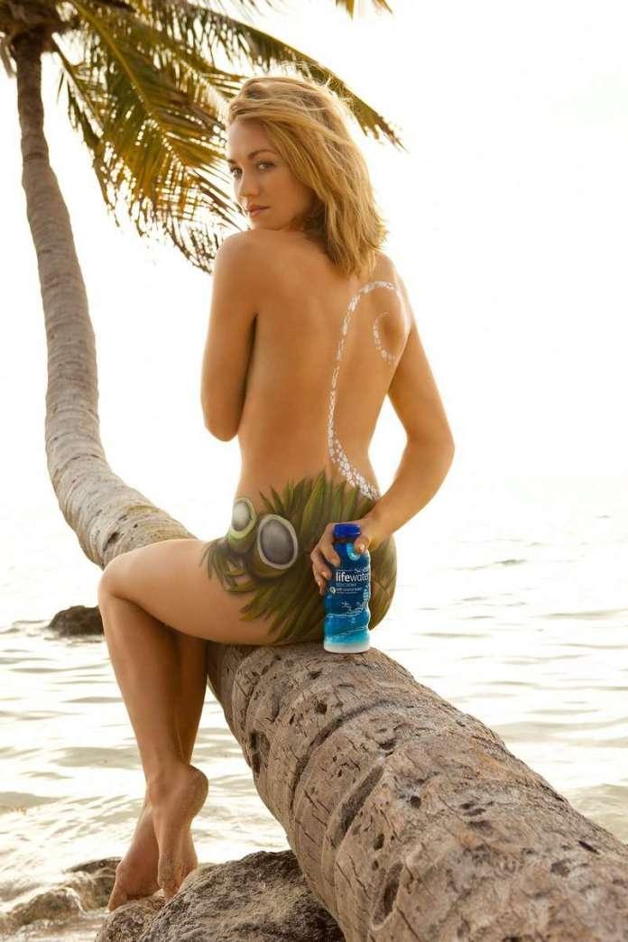 Yvonne Strahovski sexy pics