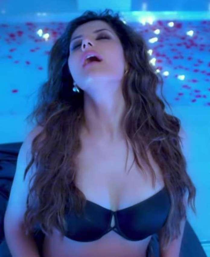 Zareen Khan hot pic