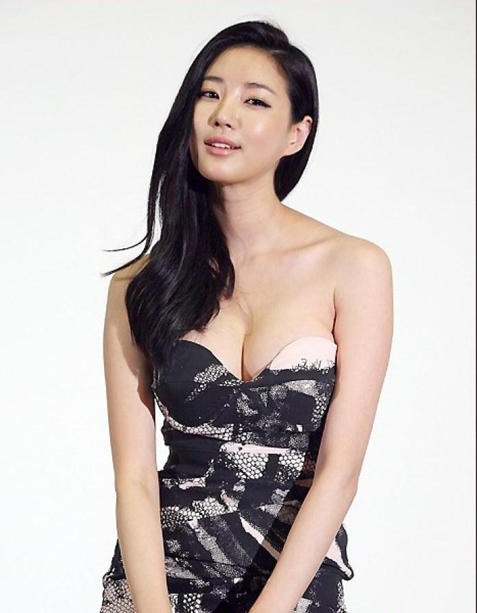 Kim Sa-rang tits