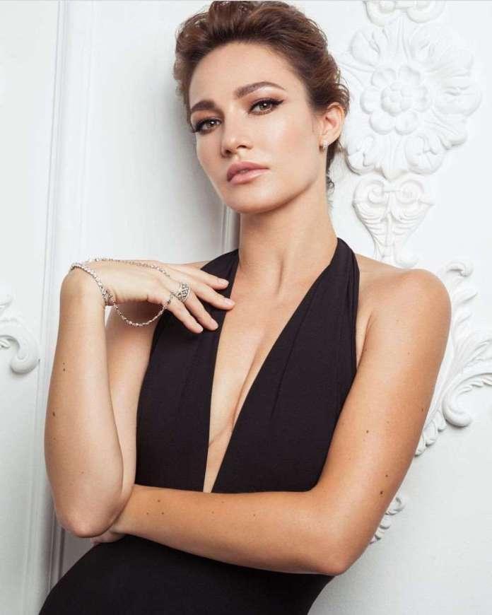 evgenia brik cleavage