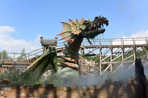 animatronic dragon efteling theme park