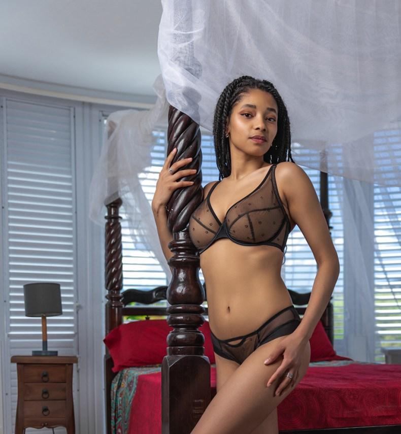 Adina Reay Kiki set