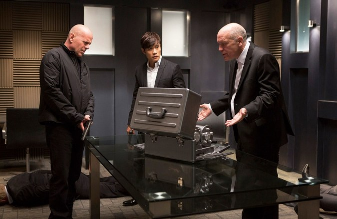 Bruce Willis, Byung Hun Lee, and John Malkovich in Red 2