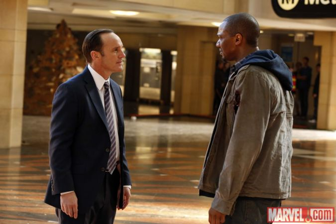 Clark Gregg and J. August Richards in Agents of S.H.I.E.L.D. episode 1