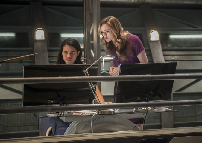 Cisco (Carlos Valdes) and Caitlin (Danielle Panabaker) in The Flash Season 3