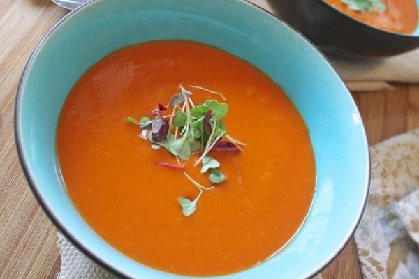 Sopa rápida de tomate e batata doce