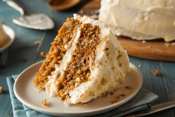 Bolo de cenoura e nozes (bolo de aniversário)