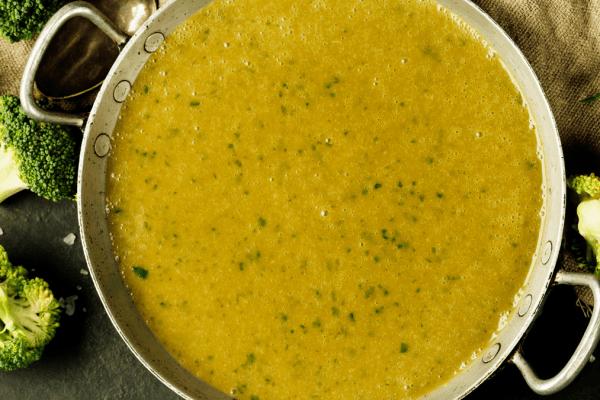 Sopa de brócolos, batata e peixe