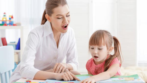 O papel do terapeuta da fala na alimentação