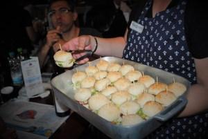 Dia das Crianças com hambúrguer de siri