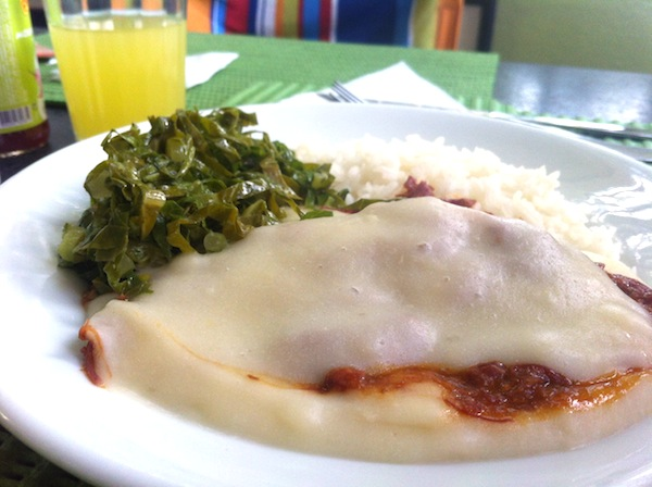 Escondidinho de Carne Seca, arroz e couve